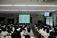 【学部(学科・専攻)紹介】(理工学部)従来の理工学部とは 異なり、群馬大学理工学部は「理学と工学が融合した教育プログラム」で世界を舞台に活躍できる研究者・技術者を育成しています。