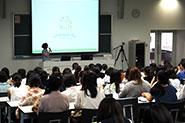 【各種イベントの様子】(女子高生向け説明会)群馬大学の女子学生が日常生活の様子を動画で紹介したり、学内の女性の活躍を応援する体制の説明がありました。